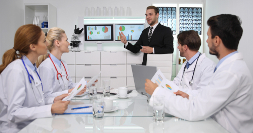 how to become a healthcare administrator or manager